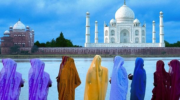 mujeres-delante-del-taj-mahal-agra